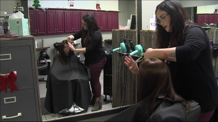 BIG HEARTS- ABILENE GIRL GETS WIG DONATED_05619730