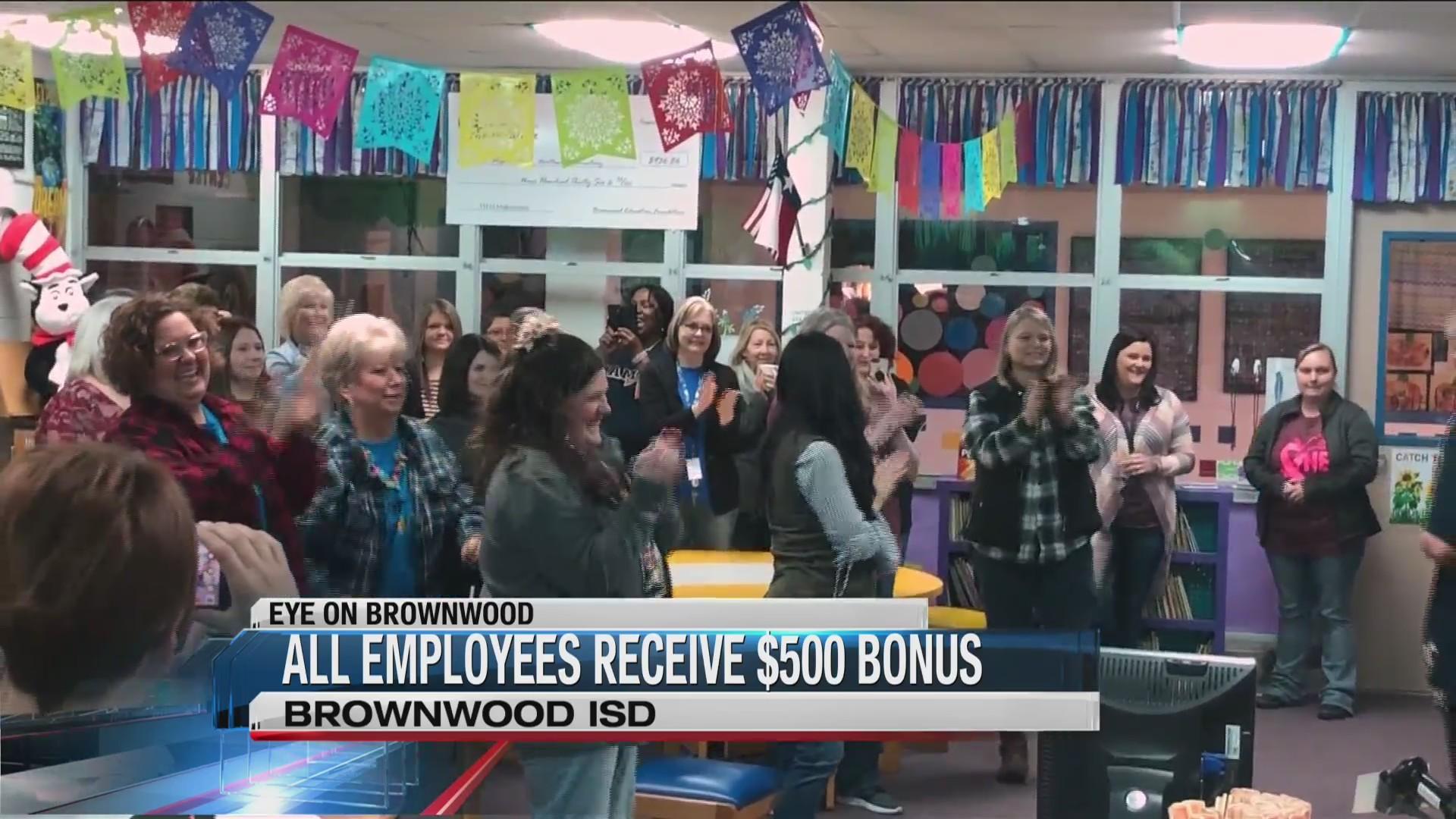 Brownwood_ISD_employees_receive__500_bon_0_20181117001116