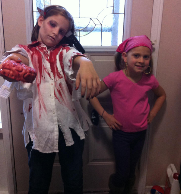 2012-zombie-and-izzy-pirate-girl