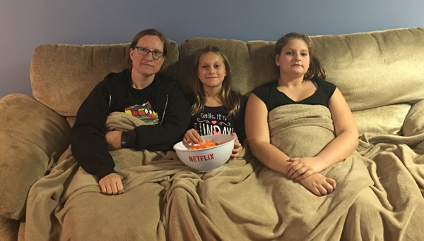 gilmore-wendy-lauren-rachel-watching-tv