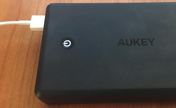 30000 mAh aukey indicator