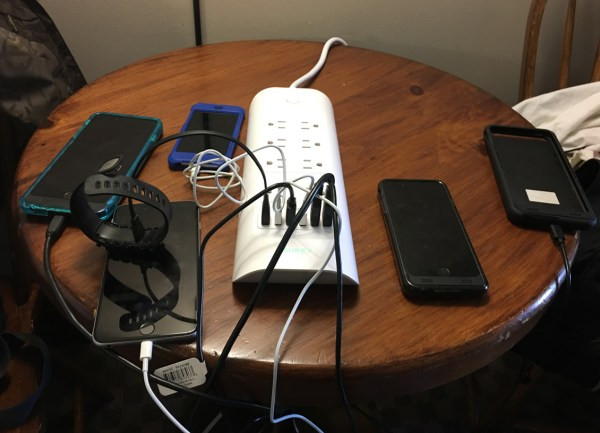 aukey PA-S9 our devices plugged in