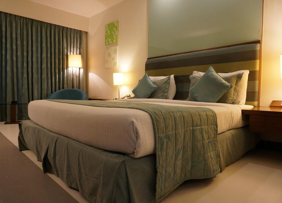 bedroom nice hotel room
