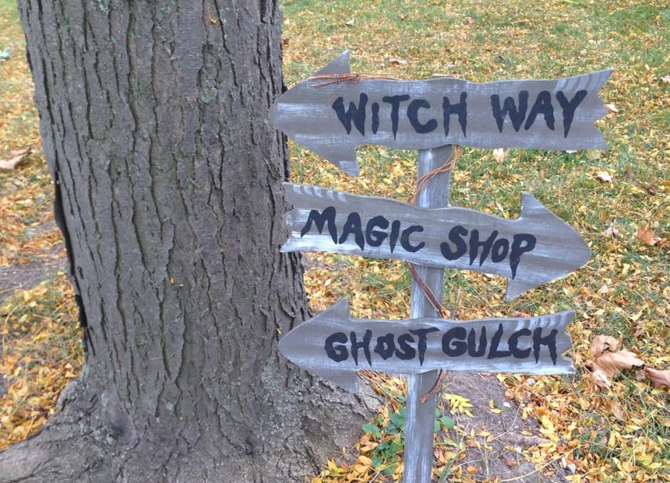 halloween movies sign
