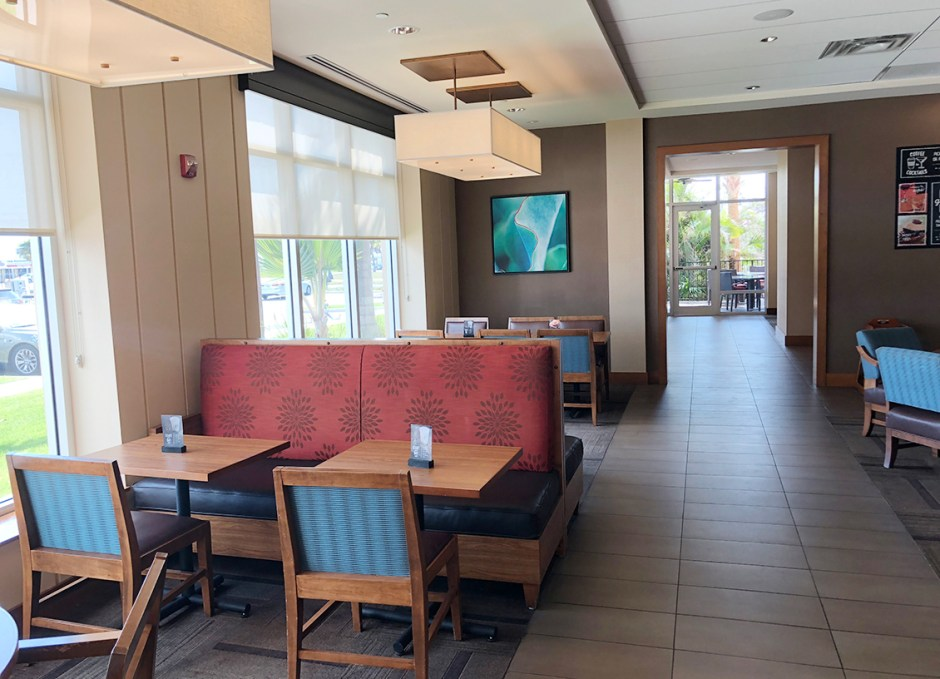 Faro Blanco Resort restaurant seating