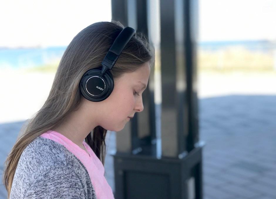 EP-B36 Bluetooth Headphones Lauren at park