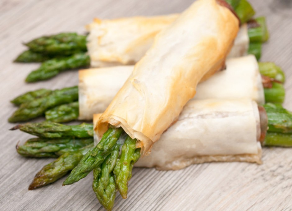 12 Asparagus Prosciutto Phyllo Broomsticks Halloween Treats 2018