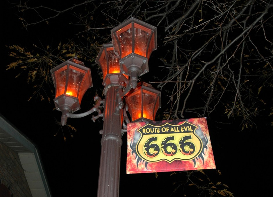 halloween lamp post