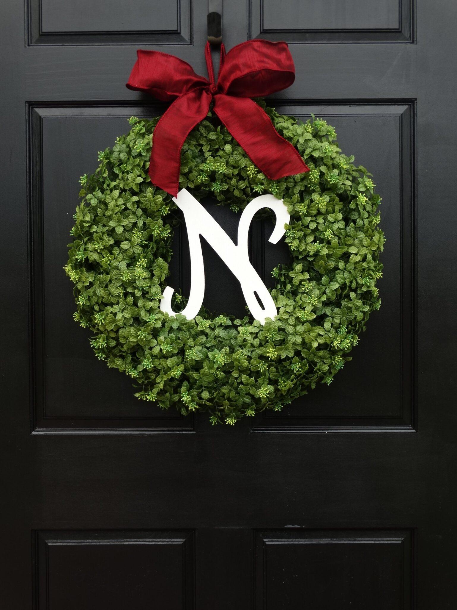 Monogrammed Christmas Boxwood Wreath  BigDIYIdeascom