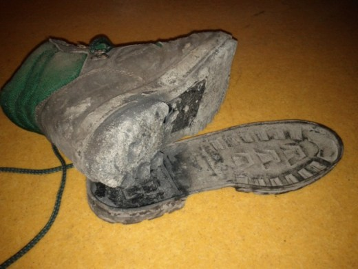hiking boots detached sole