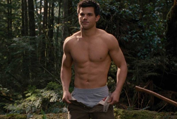 taylor-lautner-shirtless-breaking-dawn-2