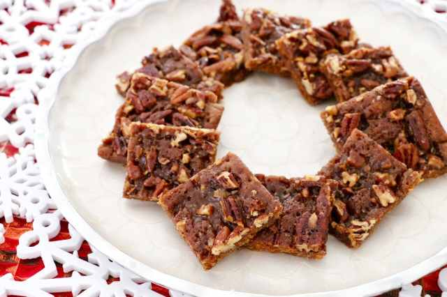 easy christmas cookie recipe, easy desserts , easy holiday cookie recipes , christmas cookie recipe, best cookie recipes, best desserts, best ever desserts, best ever holiday cookie recipe, affordable recipes, cheap recipes, cheap desserts, simple recipes, simple desserts, quick recipes, How to make, How to bake, baking recieps, recipes for kids, baking with kids, baking with children, kid friendly recipes, child friendly recipes, christmas biscuit recipes