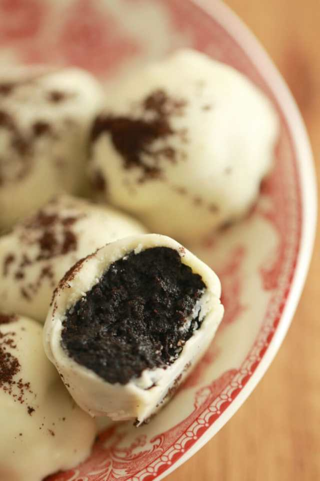 Homemade Oreo Truffles, Oreo recipes, Truffles, no bake, How to use cookie butter, cookie butter recipes, Homemade Cookie Butter, Cookie butter, gemma stafford, Oreo Homemade Cookie Butter, Nutter Butter Cookie Butter,Shortbread Homemade Cookie Butter,Bigger bolder Baking, Baking, bold baking, desserts, sweets