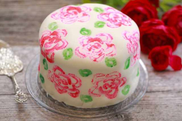 Celery Stamp Painted Cake- want to recreate this beautiful cake? All you need is a head of celery and food dye. It is so easy and will blow people away!