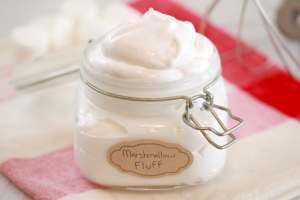 How to Make Homemade Marshmallow Fluff