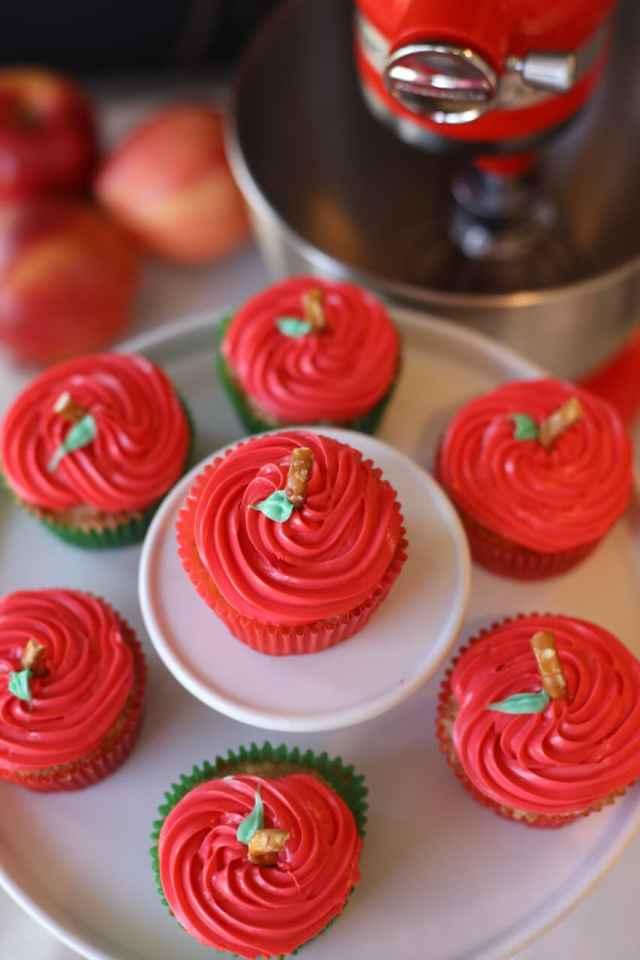 vertical-final-apple-cupcakes-1200