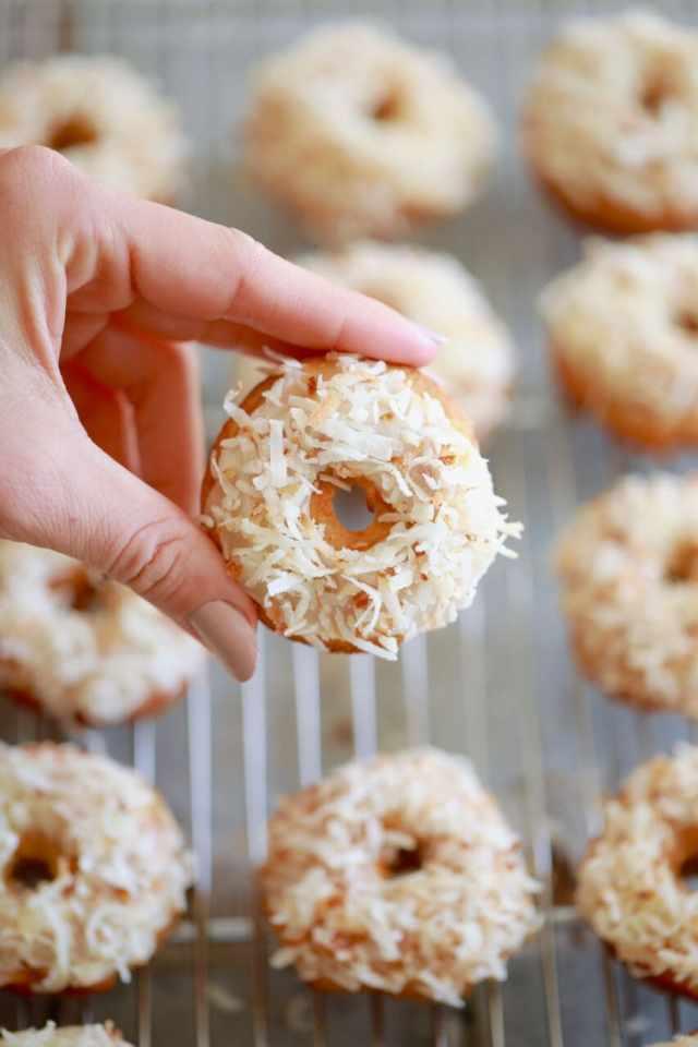 Carrot Cake Donuts, Carrot Cake Donut recipe, Donuts, donut recipe, doughnuts, doughnuts, homemade donuts, homemade doughnuts, baked donuts, baked doughnuts, healthy donuts, healthy doughnuts, easy donut recipe, carrot cake, carrot cake recipes, spring recipes, spring desserts, easter recipes, easter desserts