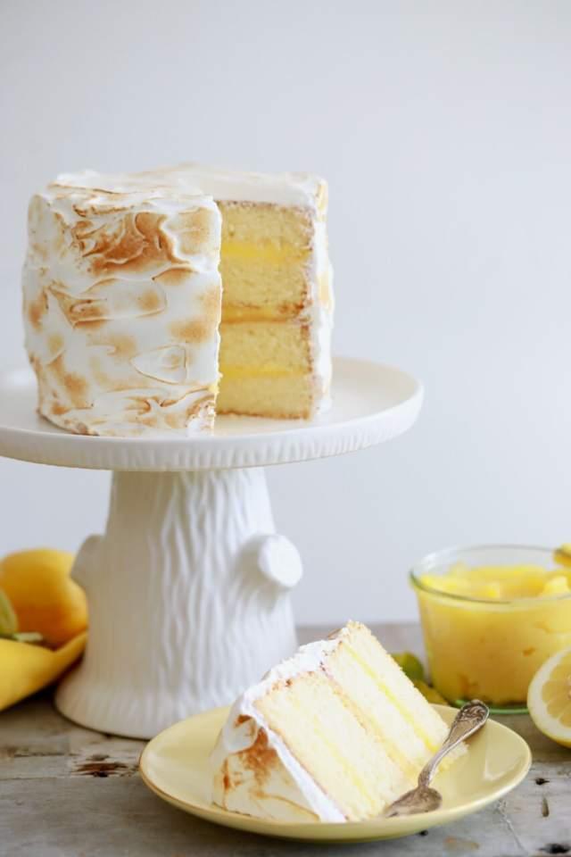 Lemon Meringue Cake, Lemon Meringue pie, Lemon Meringue, Easter desserts, easter cake, spring cake, spring desserts, lemon cake, cake recipes, amazing cake recipes, impressive desserts