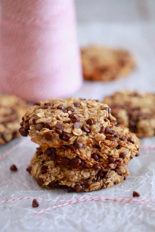 3 Ingredient Oatmeal Chocolate Chip Cookies, Oatmeal Chocolate Chip Cookies, Oatmeal Cookies, 3 Ingredient Cookies, Cookies recipes, easy cookie recipes, easy baking recipes, recipes for kids, simple recipes, biscuit recipes, best ever cookie recipe, gluten free cookies, egg free cookies, egg free baking, egg free recipes, gluten free recipes, vegan cookies, vegan recipes