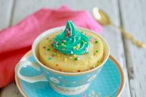 1 Minute Microwave Funfetti Mug Cake