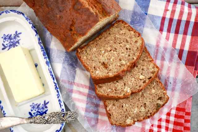 Best Ever Banana Bread Recipe - Incredibly moist and soft, this Banana bread really is the best recipe I have ever tried!!!