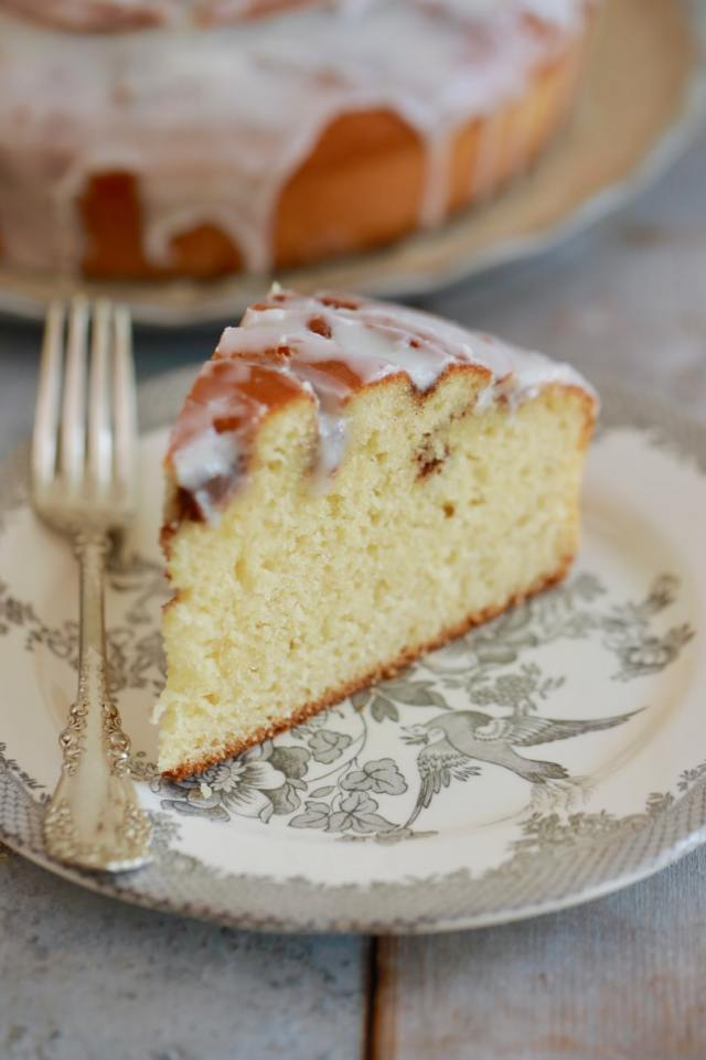 easy Cinnamon Roll Cake recipe, easy desserts , easy cake recipes ,Cinnamon Roll Cake recipe, best desserts, best ever desserts, best ever Cinnamon Roll Cake, recipe,cinnamon roll cake, affordable recipes, cheap recipes, cheap desserts, simple recipes, simple desserts, quick recipes, How to make, How to bake, baking recieps, recipes for kids, baking with kids, baking with children, kid friendly recipes, child friendly recipes,
