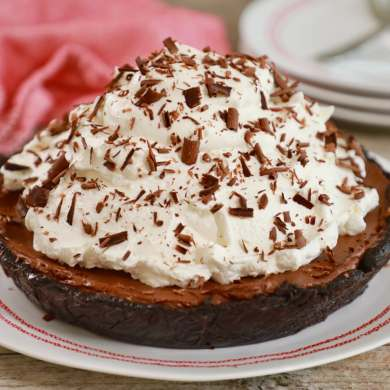No Bake Chocolate Pie With Only 5 Ingredients