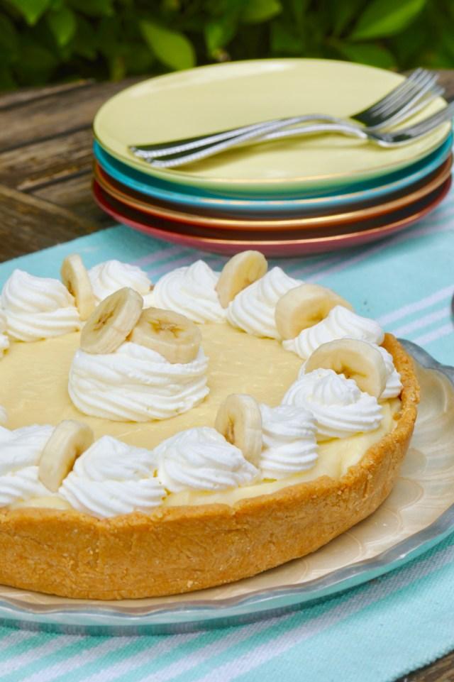 No Bake Banana Cream Pie topped with Bananas.