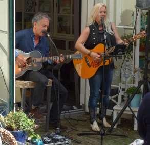 Chris Koenen en Pam MacBeth - Rode Huis 3.JPG muziek gezien foto Peter J. Visser
