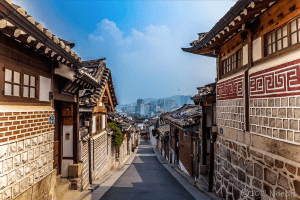 http://www.rok-on.net/wp-content/uploads/Bukchon-Hanok-Village-1.jpg