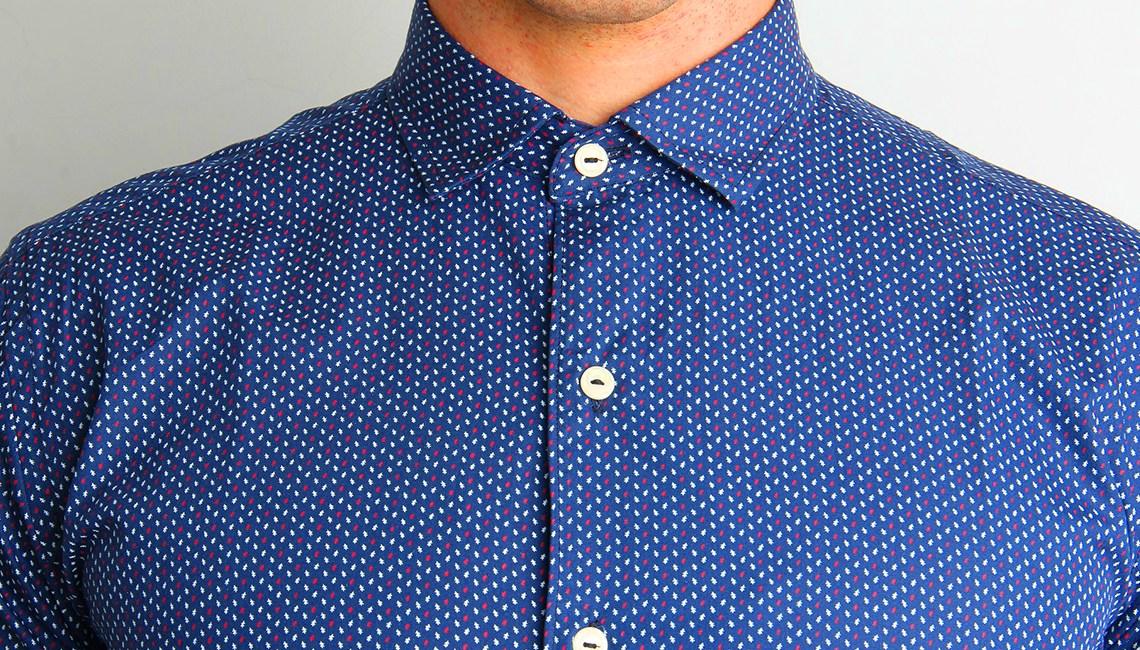 Combien de boutons ouverts à sa chemise
