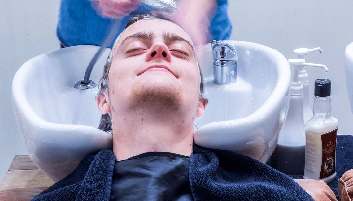 comment se teindre les cheveux dans un salon de barbier Big Moustache