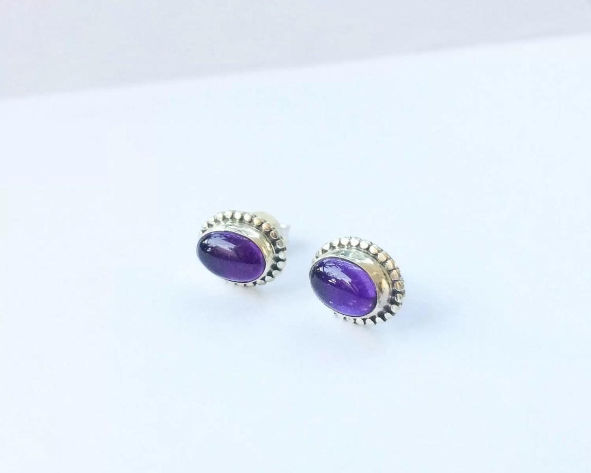 Earrings with oval amethyst