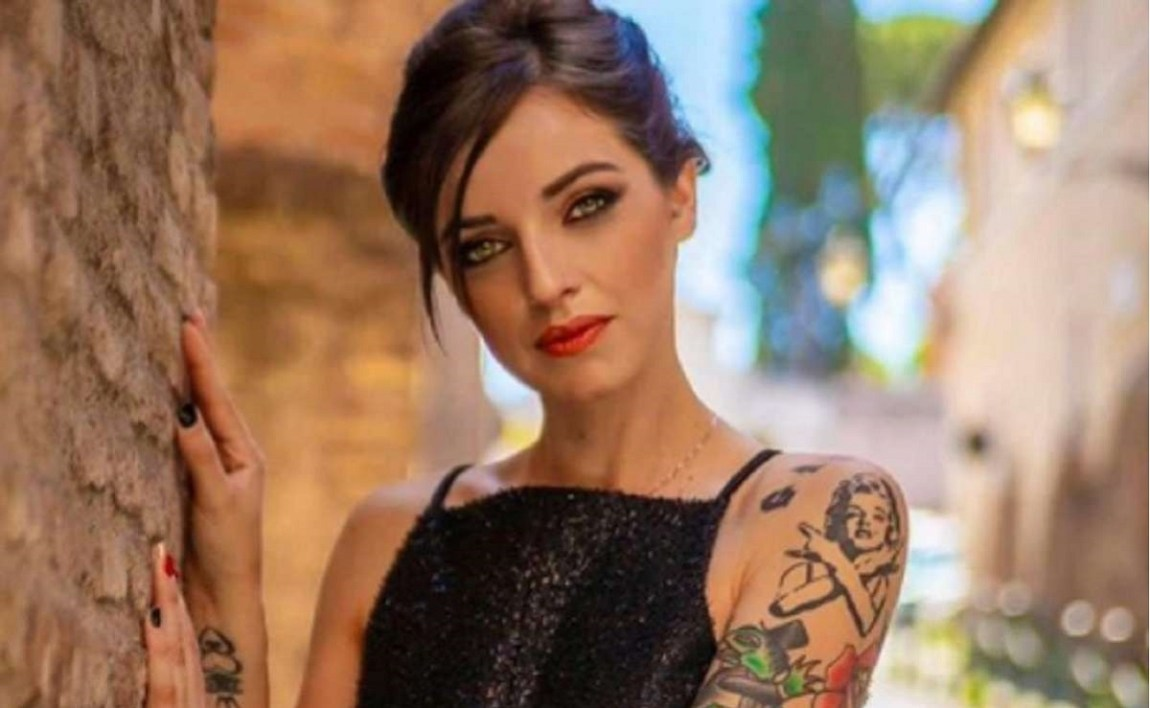 UeD, Jessica Antonini pinched with the singer