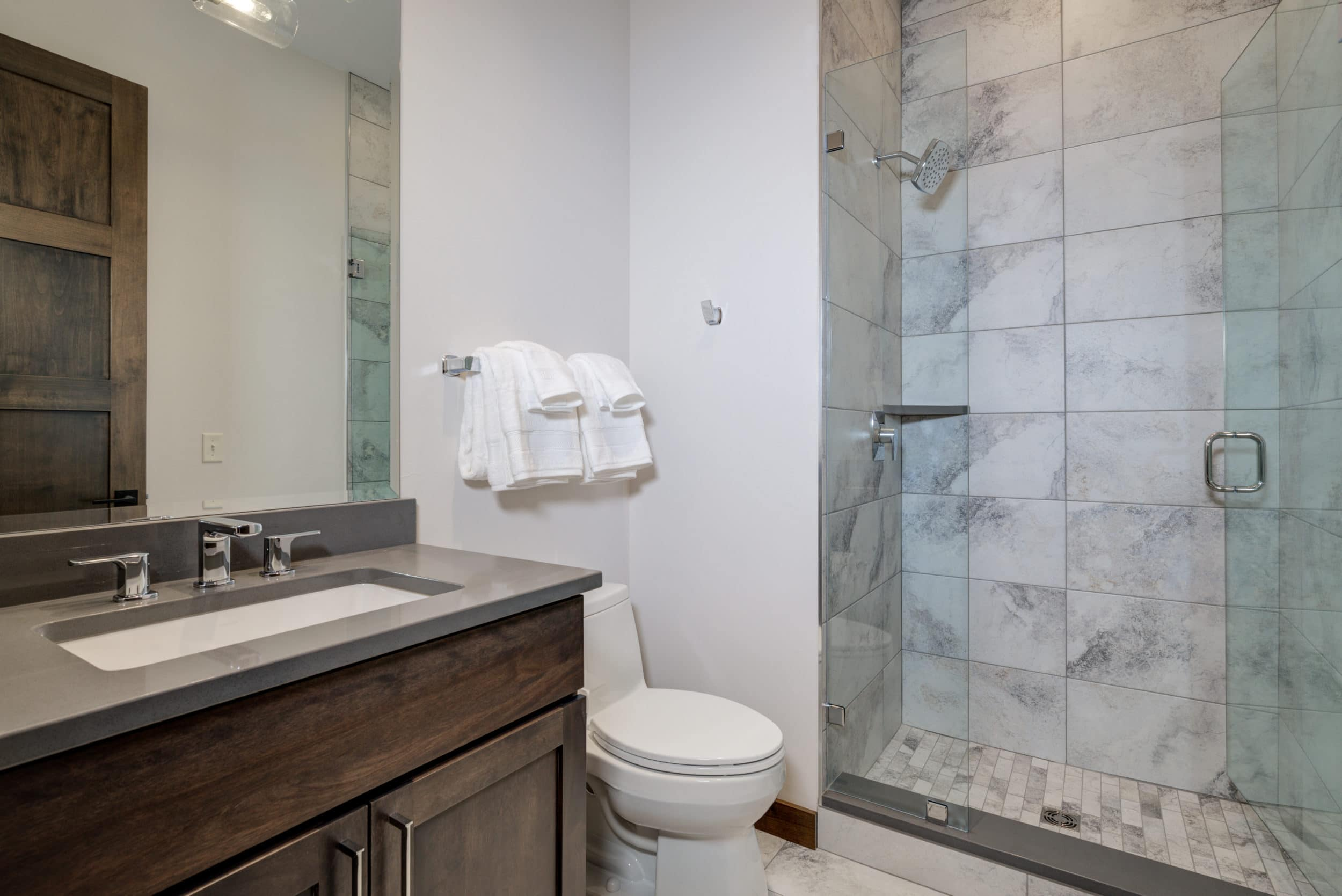 Elkhorn 2303C 2nd bedroom bathroom1