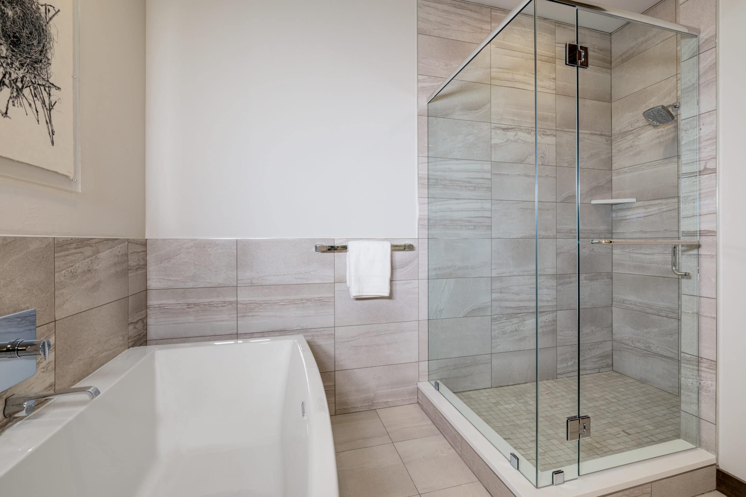 Elkhorn 2303C master bathroom2