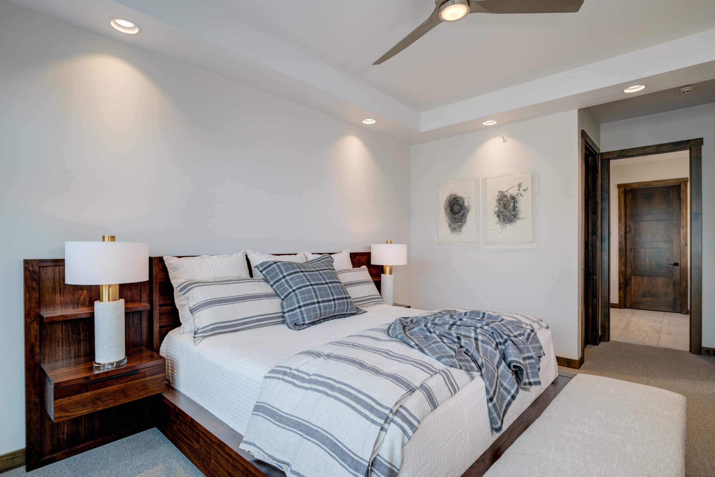 Elkhorn 2303C master bedroom1