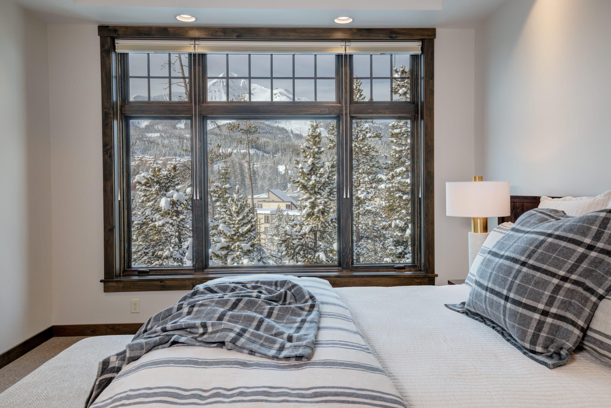 Elkhorn 2303C master bedroom3