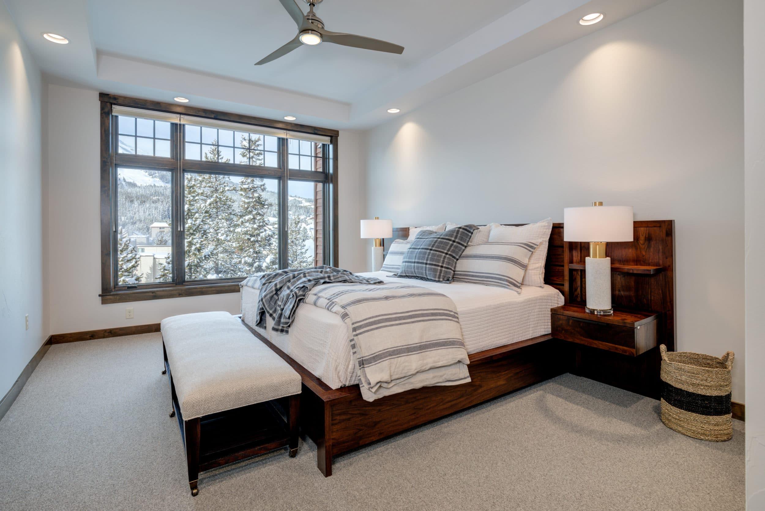 Elkhorn 2303C master bedroom4