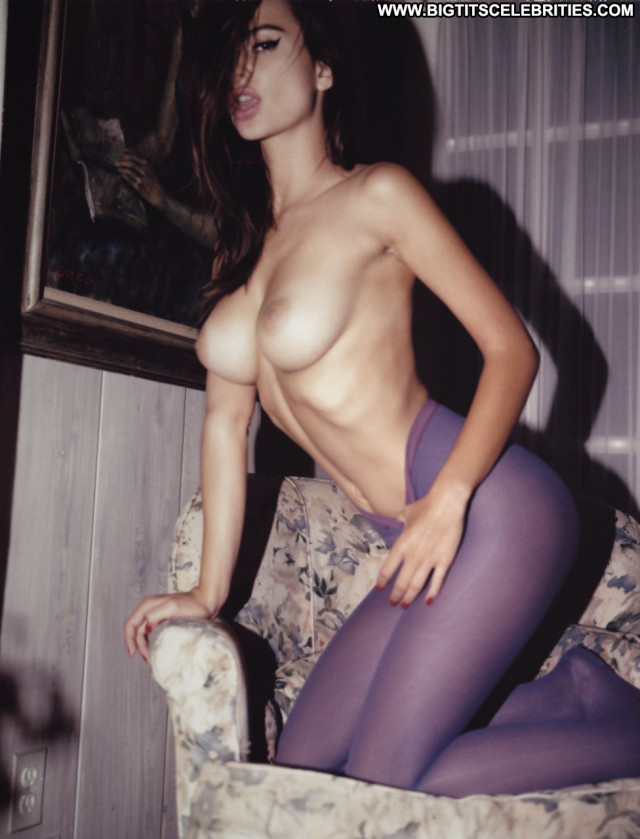 Emily Ratajkowski Beautiful Celebrity Model Posing Hot Perfect Babe
