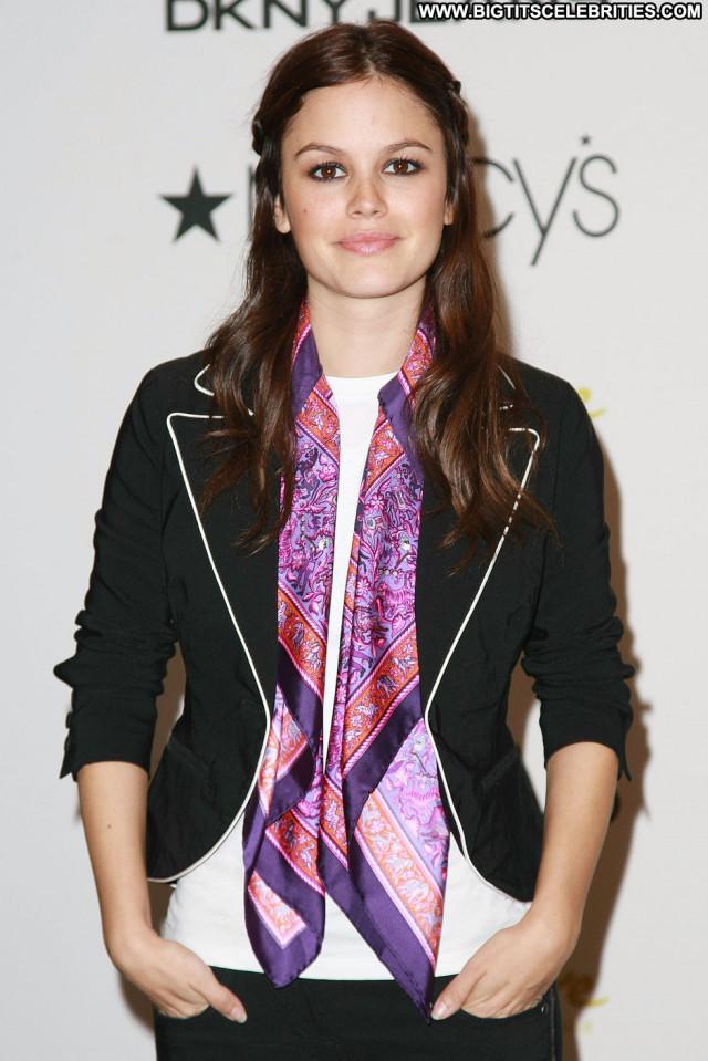 Rachel Bilson New York New York Paparazzi Celebrity Posing Hot