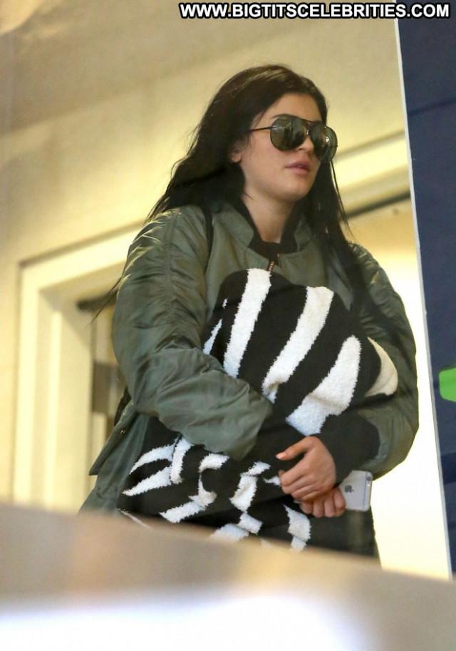 Kylie Jenner Lax Airport Posing Hot Babe Beautiful Paparazzi
