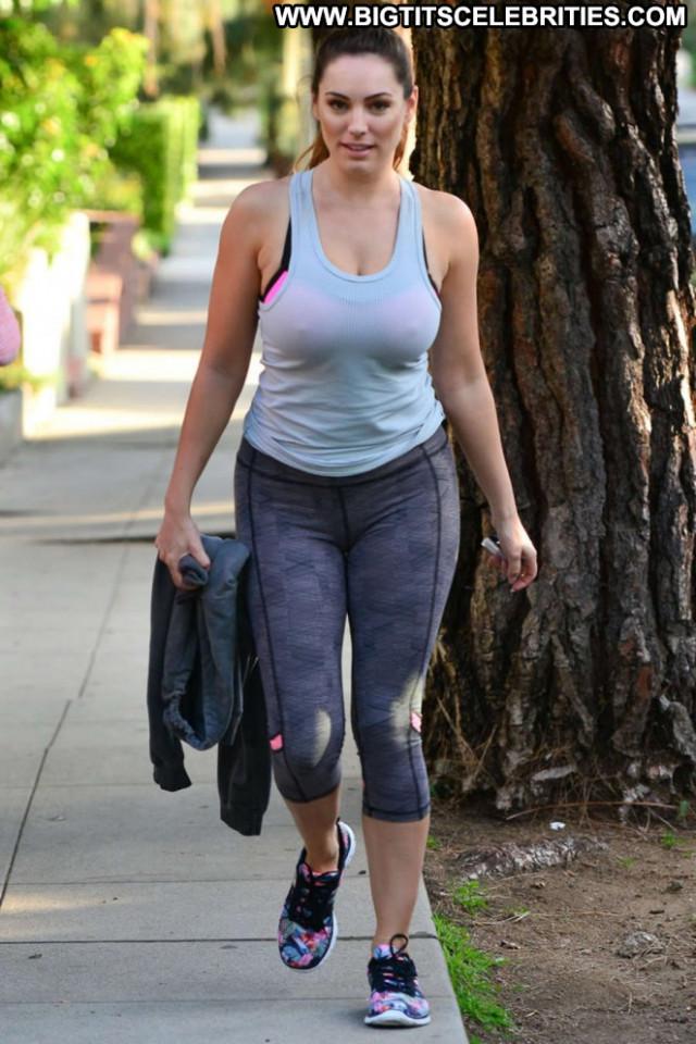 Kelly Brook Beautiful Babe Posing Hot Hollywood Celebrity Paparazzi