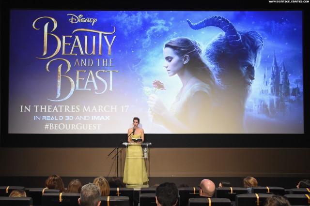 Amanda Seyfried Beauty And The Beast Photoshoot Hawaii Mom Beautiful
