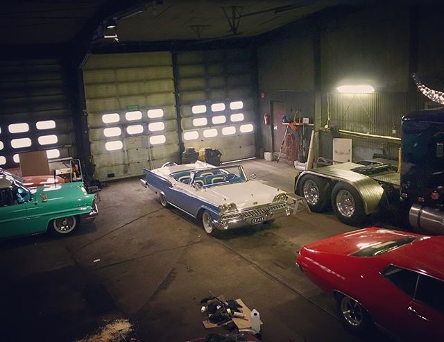 Have you ever seen the rain? 🌧 OH YES WE HAVE!! Waiting for the summer. Let it be sunshine after the rain ️ Hangin' out at the @usacarclub garage.