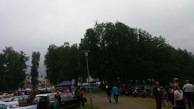 Aamun sade on tauonnut ja kalustoa saapuu paikalle tasaiseen tahtiin. Tervetuloa!