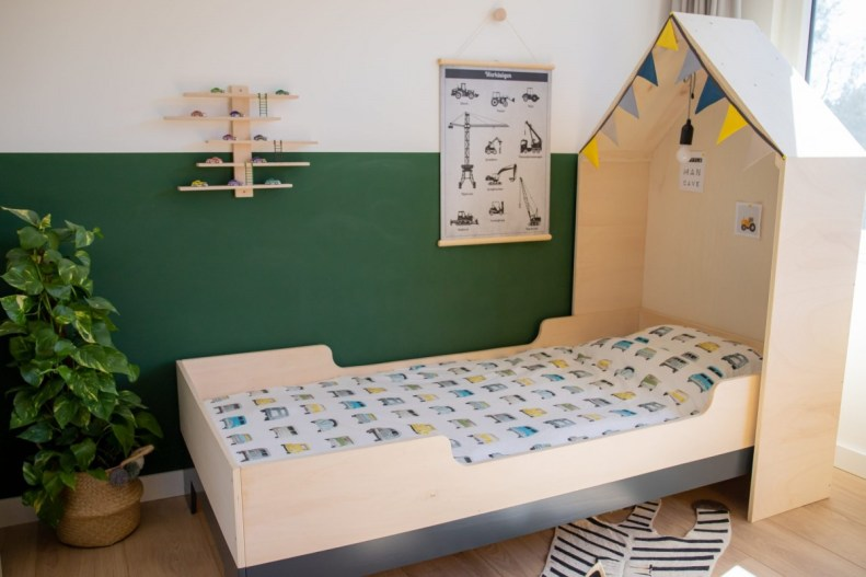Kinderkamer delen – jungle & voertuigen kamer in 1!