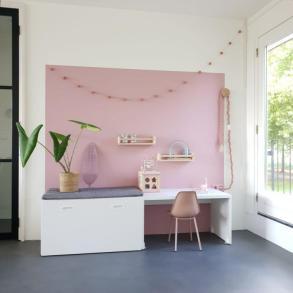 kleurvlak muur woonkamer, speelhoekje
