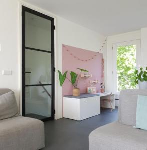 kleurvlak muur woonkamer