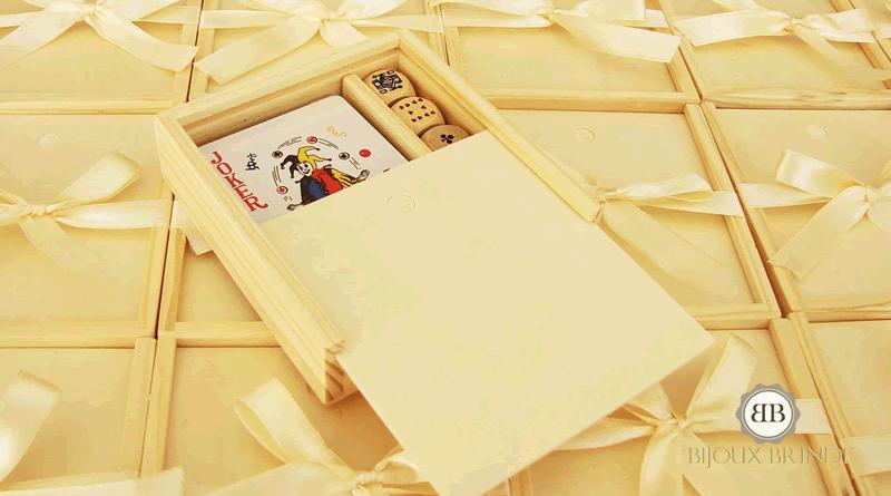 Baralho de cartas, dominós para criança: Mariana e Simão.